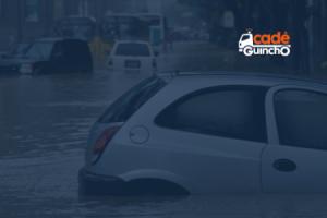 Carros em uma enchente